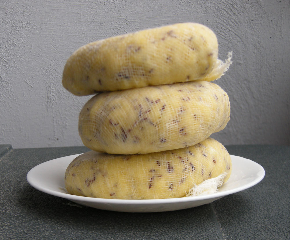 Brown eggs give Jāņu siers a yellowish look. The cheese is eaten sliced, with butter, never on bread.